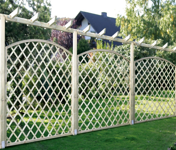 Pergola massiv in Kombination mit Rankgittern
