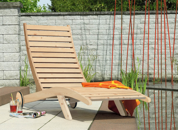 Abb.zeigt Relaxliege aus Fichtenholz
