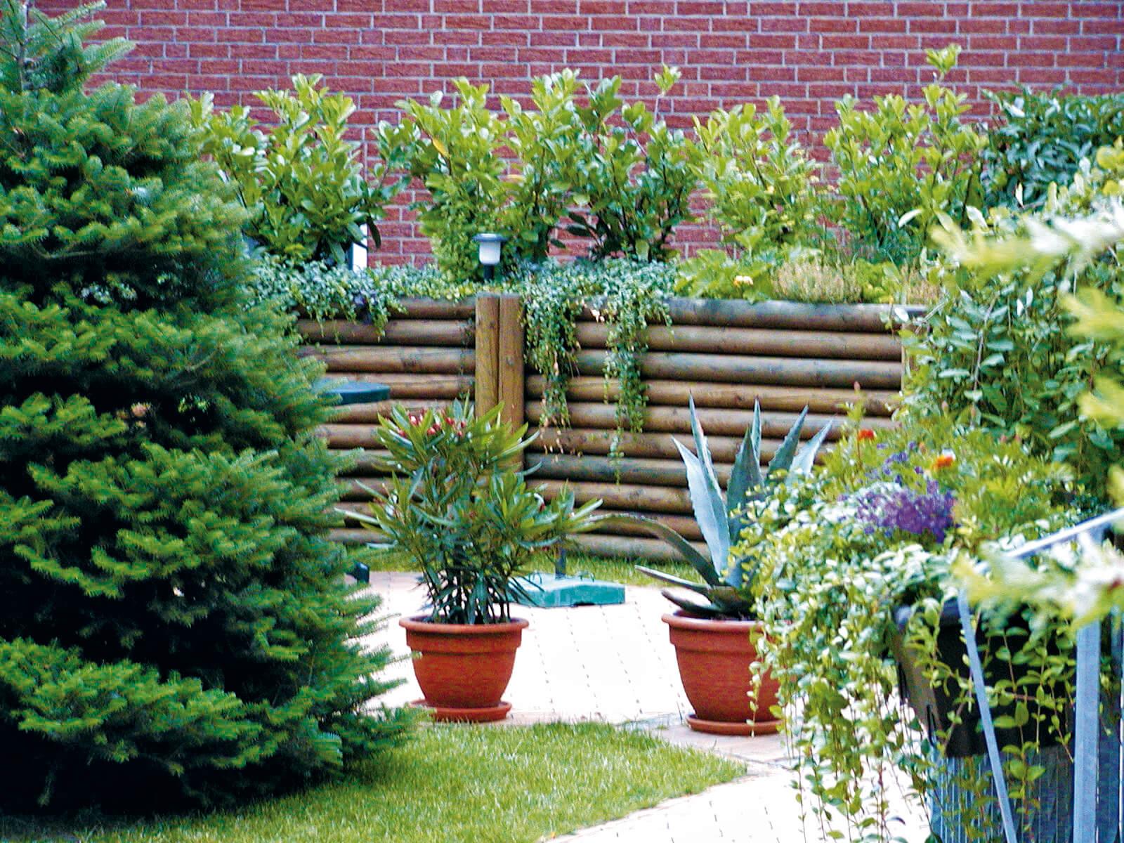 Wunderschöner Zaun aus Palisaden Die wohl älteste Form ein Garten