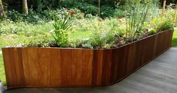 Hochbeet-Blumenkasten-Cumaru-DIY