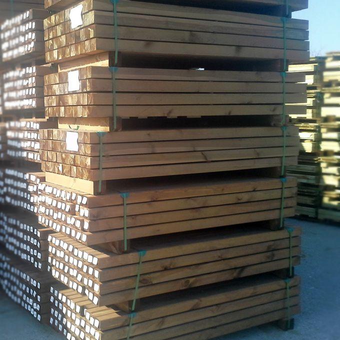 Kantholz imprägniert auf 44er-Palette