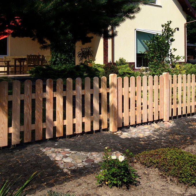 Abb. zeigt Vorgartenzäune, Tor und Pfosten