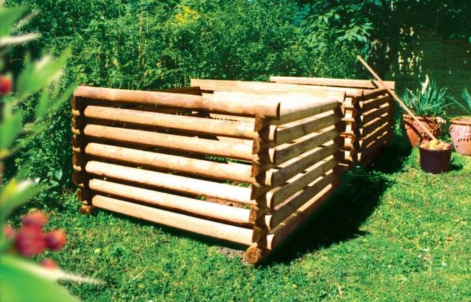 auf dem Bild sichtbar 2 Komposter der Größe 125x125 cm